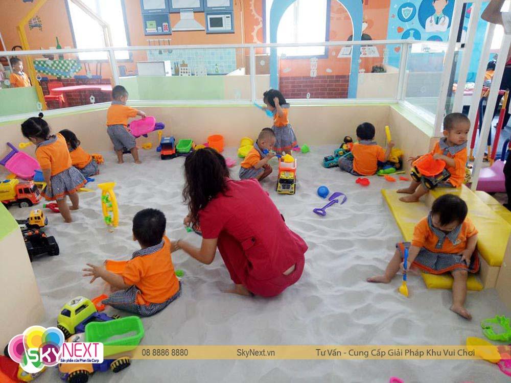 Bé thích thú vui chơi tại Kids City Vũng Tàu