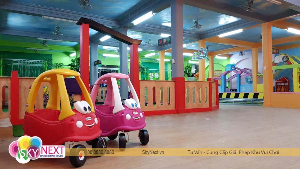 Xe taxi tham quan khu vui chơi