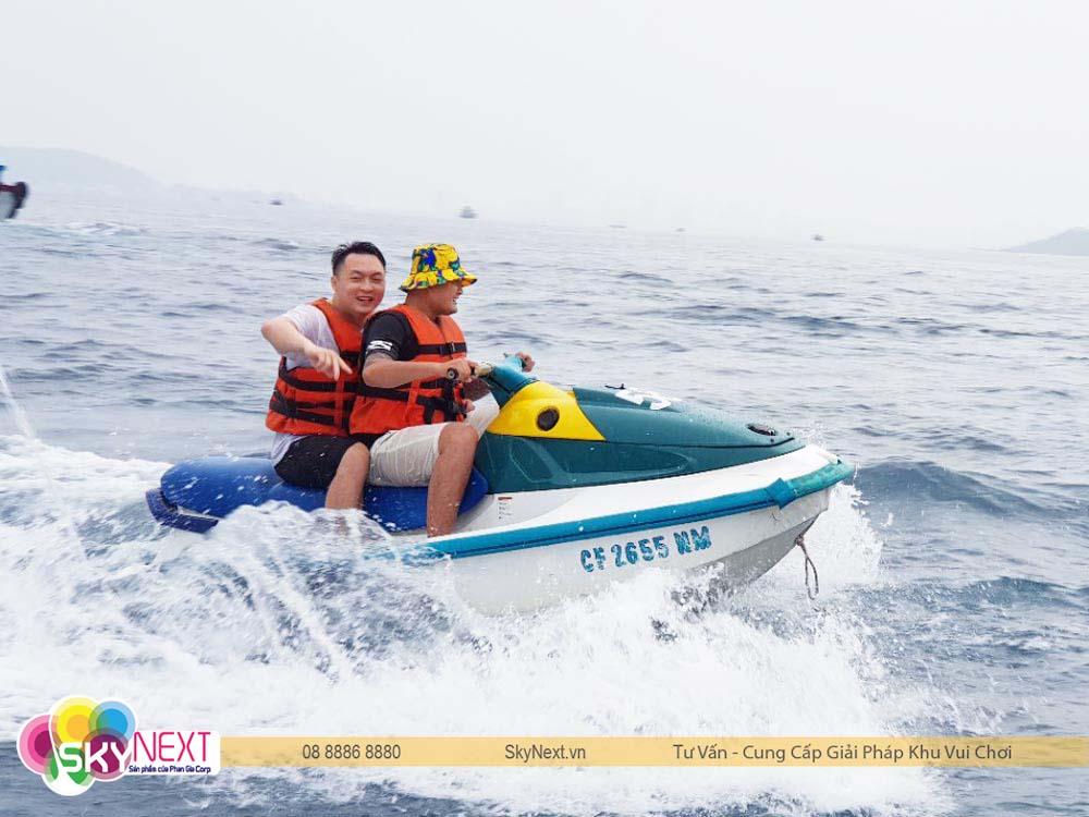Lướt mô tô nước