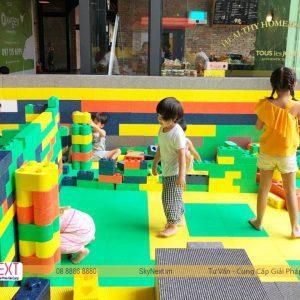 Bé chơi Block Xốp Art trong khu vui chơi