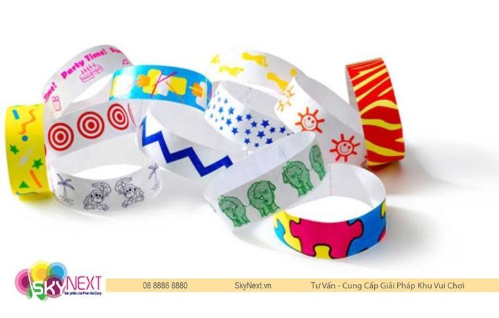 Quản lý khu vui chơi bằng vòng đeo tay