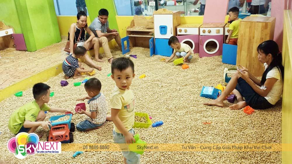 Hồ hạt gỗ trong khu vui chơi Biên Hòa PlayTime