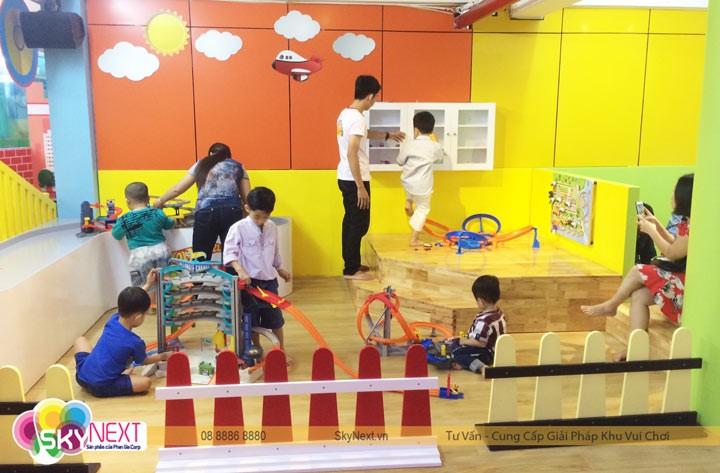 Khu đua xe hotwheels trong khu vui chơi trẻ em