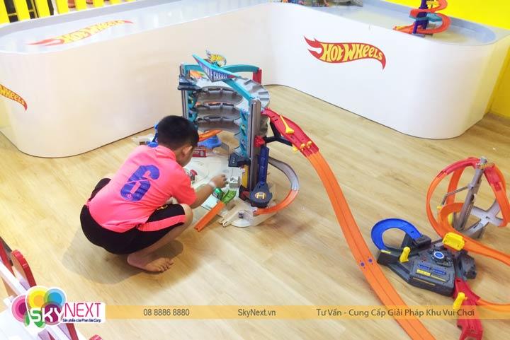 Mô hình đua xe Hotwheel thu hút các bé