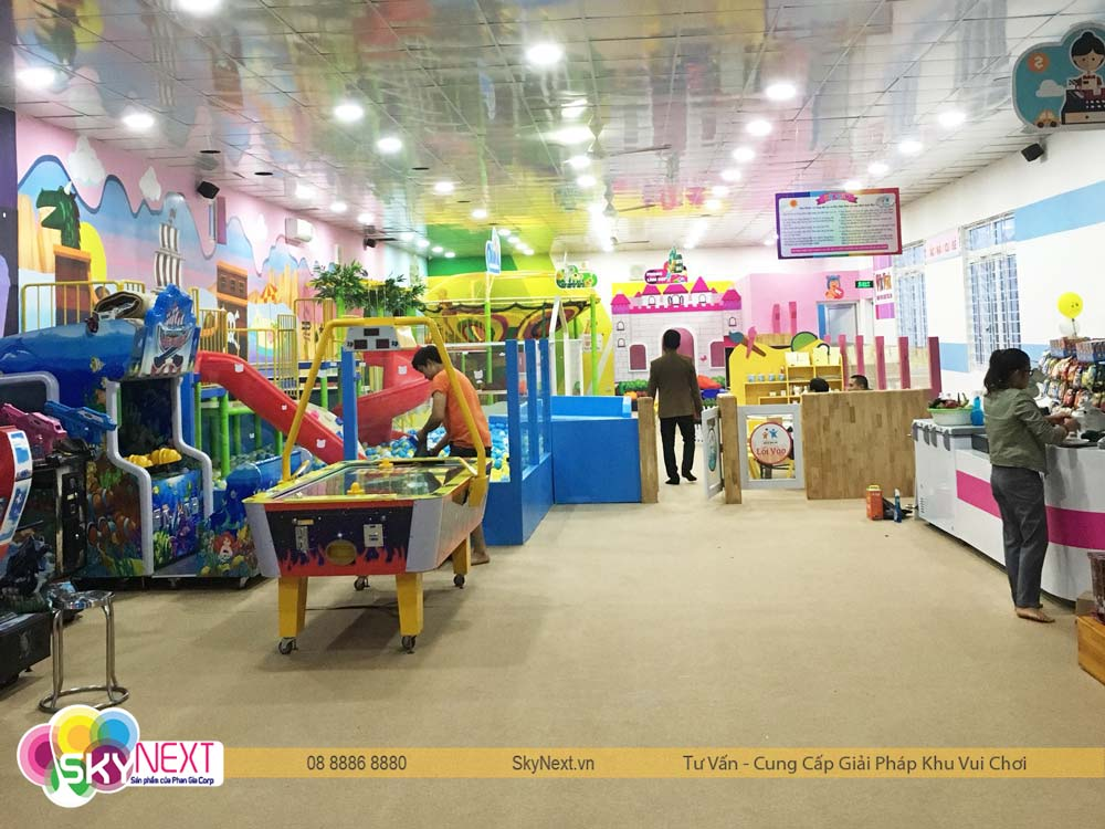Quang cảnh khu vui chơi dành cho trẻ em trước giờ đón khách