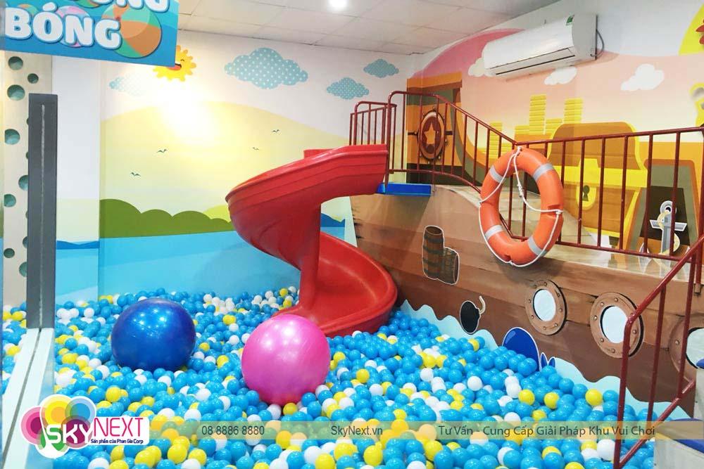 Hồ bóng khổng lồ dành cho bé tại Like Kids Khánh Hòa