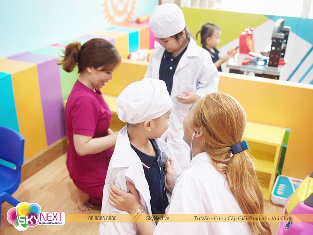 Hướng nghiệp bác sĩ nhí cho bé ở Baby Club