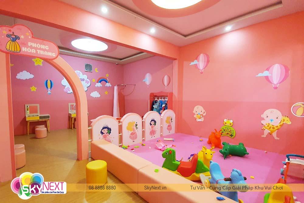 Phòng hóa trang và khu chơi cho baby dưới 12 tháng tuổi