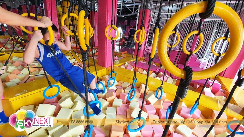 Bé chơi thử thách Ninja khu vận động Trampoline C'Game Huế