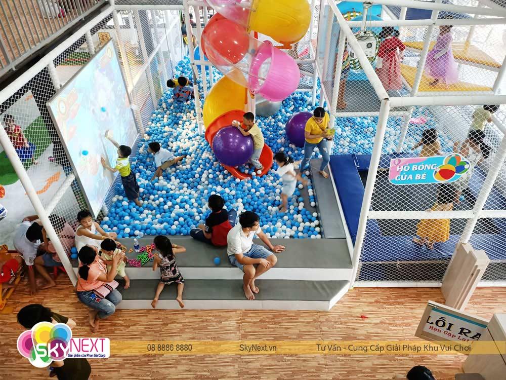 Đại dương bóng trong khu vui chơi cafe Tom & Jerry House