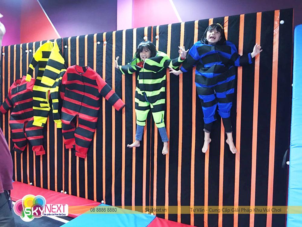 Góc chơi áo dính tường khu vận động Trampoline C'Game Huế