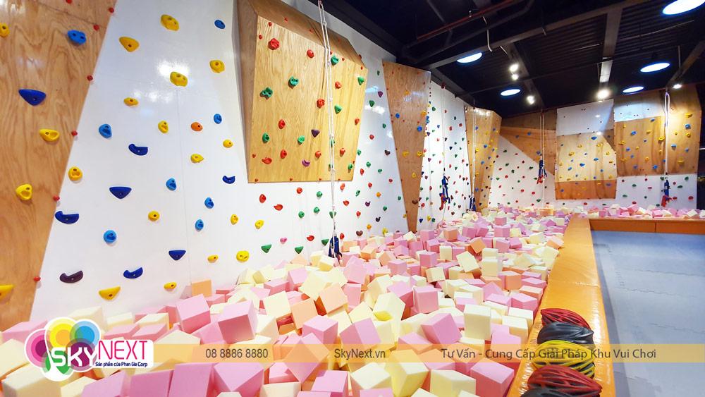 Góc leo núi khu vận động Trampoline C'Game Huế