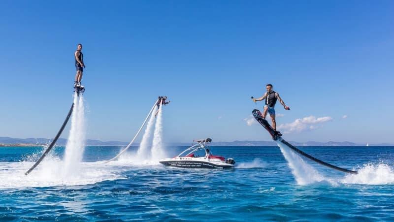 7-tro-choi-moi-pho-bien-o-viet-nam-Flyboard (1)
