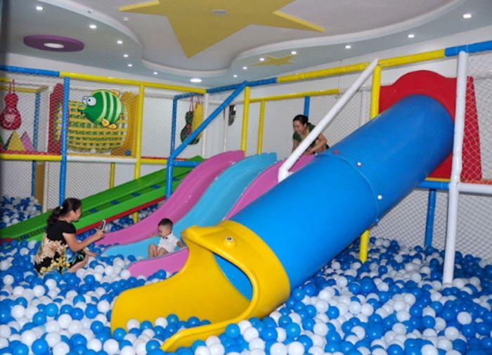 Tìm hiểu cầu trượt cho bé ở khu vui chơi