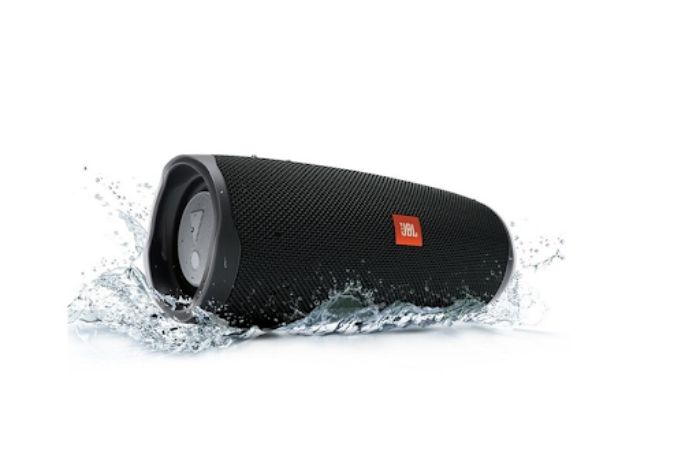 Dàn âm thanh gồm nhiều thiết bị như loa, micro, amply...