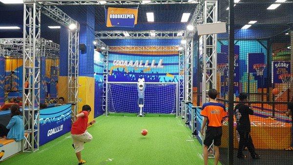 Robokeeper đang được sử dụng tại khu vui chơi tiNiPark Tân Phú